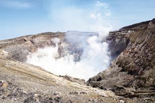 阿蘇山の火口の写真素材 [FYI03011000]