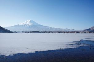 河口湖と富士山の冬の写真素材 [FYI03011082]