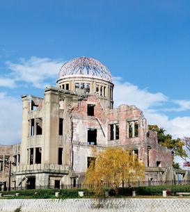 秋色の原爆ドームの写真素材 [FYI03011766]