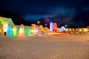 支笏湖氷濤まつり,ライトアップの写真素材 [FYI03012061]