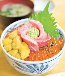 海鮮丼イメージの写真素材 [FYI03012630]