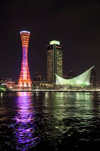 海より望む神戸ベイエリアの夜景の写真素材 [FYI03012652]