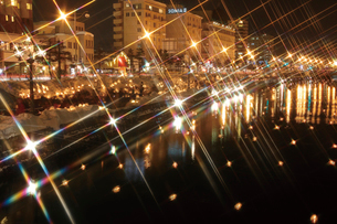 小樽の夜を照らす小樽雪あかりの路の写真素材 [FYI03012730]