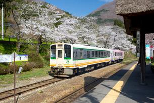 会津鉄道 湯野上温泉駅の写真素材 [FYI03013372]