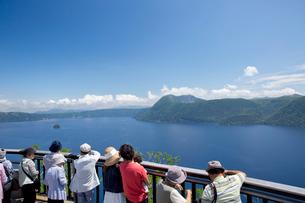 第一展望台から摩周湖を望むの写真素材 [FYI03013567]