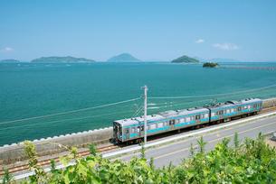 JR予讃線を往くうずしおの写真素材 [FYI03013775]