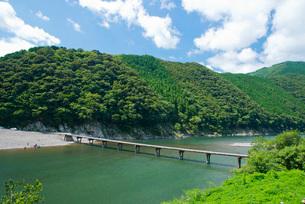 四万十川に架かる高瀬沈下橋の写真素材 [FYI03013805]