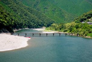 四万十川に架かる高瀬沈下橋の写真素材 [FYI03013807]