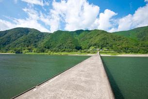 四万十川に架かる高瀬沈下橋の写真素材 [FYI03013834]
