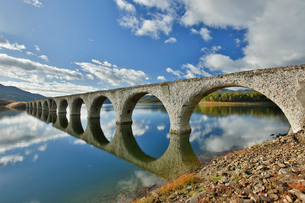糠平湖にあるタウシュベツ川橋梁の写真素材 [FYI03014134]