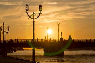 夕景の幣舞橋の写真素材 [FYI03014173]