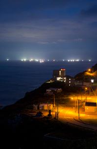 竜飛崎より望む漁り火の風景の写真素材 [FYI03014311]