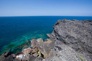 袰月海岸に面した鋳釜崎の風景の写真素材 [FYI03014324]