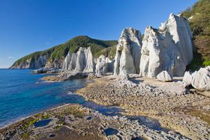 奇岩立ち並ぶ仏ヶ浦の風景の写真素材 [FYI03014391]