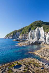 奇岩立ち並ぶ仏ヶ浦の風景の写真素材 [FYI03014394]