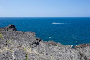 袰月海岸に面した鋳釜崎の風景の写真素材 [FYI03014424]