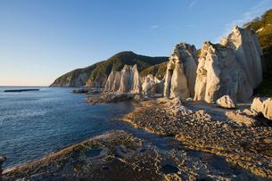 奇岩立ち並ぶ仏ヶ浦の風景の写真素材 [FYI03014446]