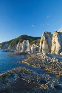 奇岩立ち並ぶ仏ヶ浦の風景の写真素材 [FYI03014451]