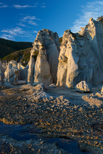 奇岩立ち並ぶ仏ヶ浦の風景の写真素材 [FYI03014452]