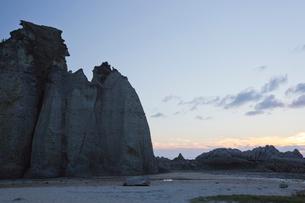 奇岩立ち並ぶ仏ヶ浦の風景の写真素材 [FYI03014460]