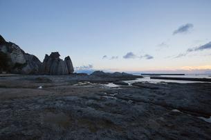 奇岩立ち並ぶ仏ヶ浦の風景の写真素材 [FYI03014462]