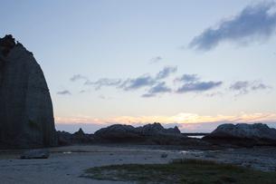 奇岩立ち並ぶ仏ヶ浦の風景の写真素材 [FYI03014463]