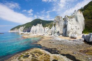 奇岩立ち並ぶ仏ヶ浦の風景の写真素材 [FYI03014468]
