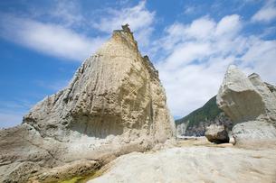 奇岩立ち並ぶ仏ヶ浦の風景の写真素材 [FYI03014473]
