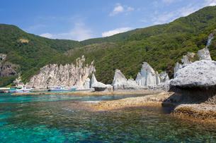 奇岩立ち並ぶ仏ヶ浦の風景の写真素材 [FYI03014480]