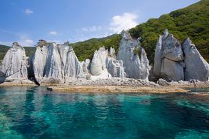 奇岩立ち並ぶ仏ヶ浦の風景の写真素材 [FYI03014483]