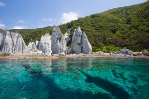 奇岩立ち並ぶ仏ヶ浦の風景の写真素材 [FYI03014486]