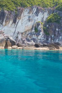 奇岩立ち並ぶ仏ヶ浦の風景の写真素材 [FYI03014490]