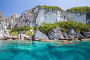 奇岩立ち並ぶ仏ヶ浦の風景の写真素材 [FYI03014491]
