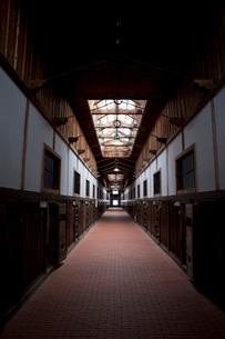 博物館網走監獄内の廊下の写真素材 [FYI03014743]