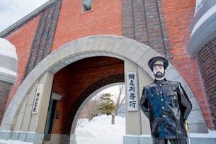 博物館網走監獄の正門の写真素材 [FYI03014748]