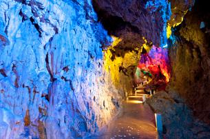 龍泉洞の月宮殿の写真素材 [FYI03014819]
