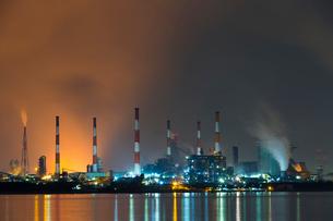 夜の水島コンビナートの写真素材 [FYI03015187]