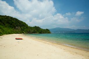 加計呂麻島にてスリ浜海水浴場の風景の写真素材 [FYI03015336]