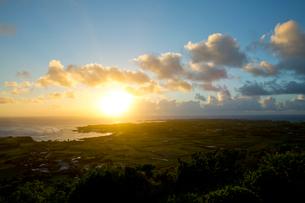 与論島にて琴平神社脇の展望スペースからの眺めの写真素材 [FYI03015427]