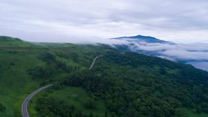 パイロット国道から眺める屈斜路湖の写真素材 [FYI03016193]