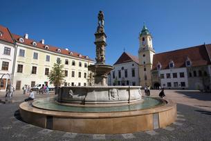 ブラチスラヴァの街並み 旧市街の中央広場の写真素材 [FYI03016388]