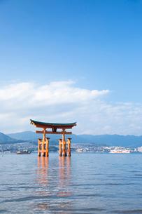 宮島 嚴島神社の大鳥居の写真素材 [FYI03017016]
