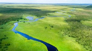 上空から眺める釧路湿原のキラコタン岬の写真素材 [FYI03017498]