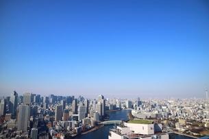 豊洲から見た隅田川とリバーシティー21方面の写真素材 [FYI03018124]