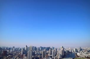 豊洲の高層タワーラウンジから見た月島方面の風景の写真素材 [FYI03018139]