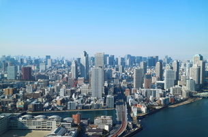 豊洲の高層タワーラウンジから見た月島方面の風景の写真素材 [FYI03018140]