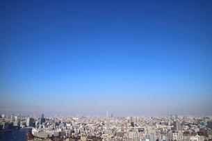 豊洲の高層タワーラウンジから見た月島方面の風景の写真素材 [FYI03018141]
