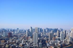 豊洲の高層タワーラウンジから見た月島方面の風景の写真素材 [FYI03018145]
