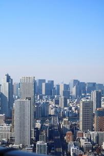 豊洲の高層タワーラウンジから見た大手町方面の風景の写真素材 [FYI03018150]