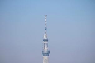 豊洲の高層タワーラウンジから見たスカイツリー方面の風景の写真素材 [FYI03018153]
